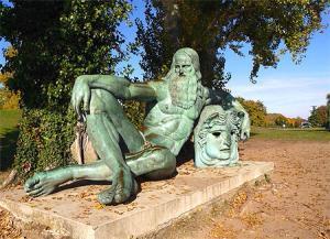 Leonardo da Vinci, bronzo, 4m,  Amboise, Francia