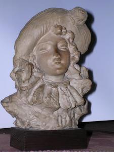 ragazza con cappellino. 16 cm, Fondaz. M. Arpino